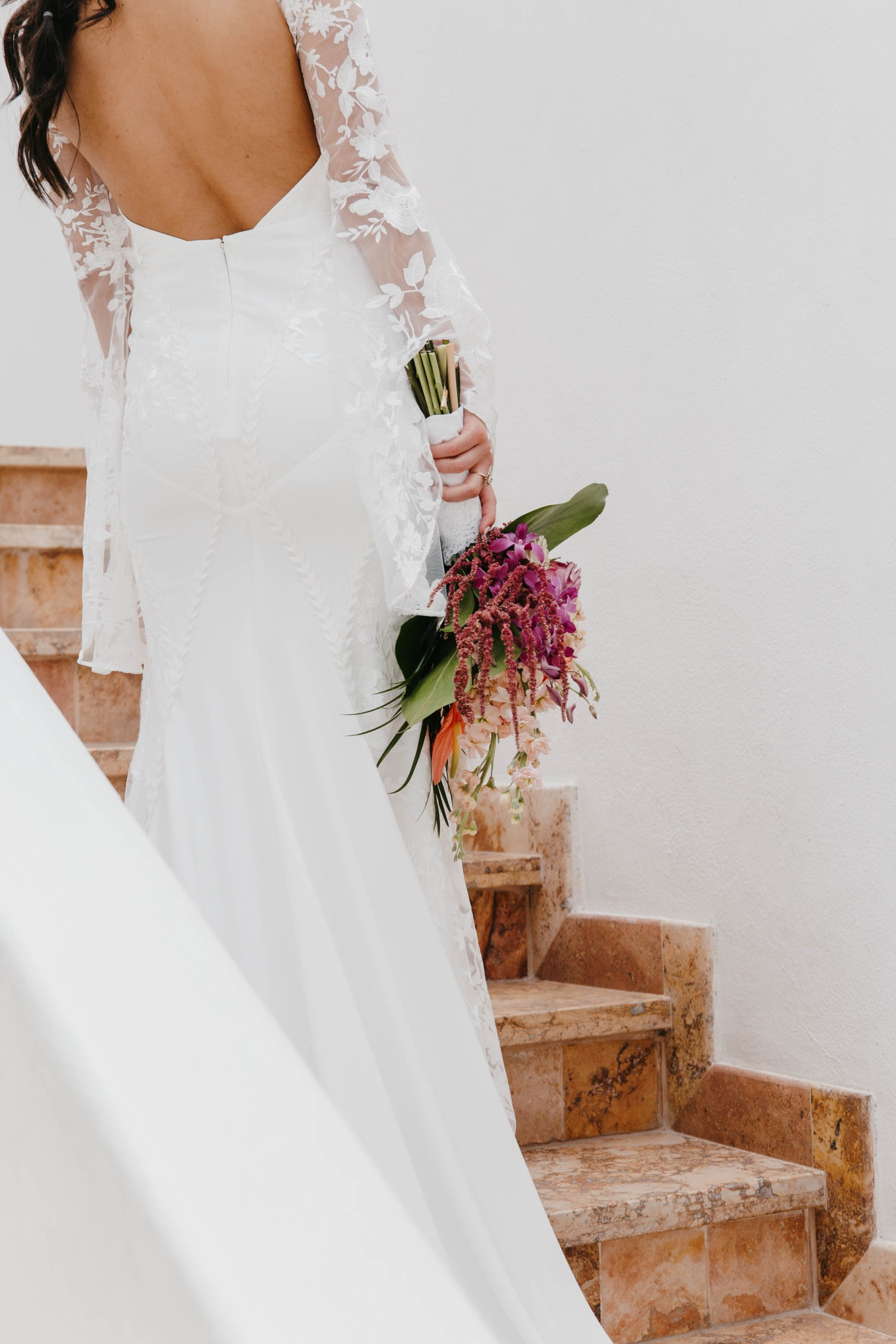 backless wedding gown with lace sleeves wedding dress
